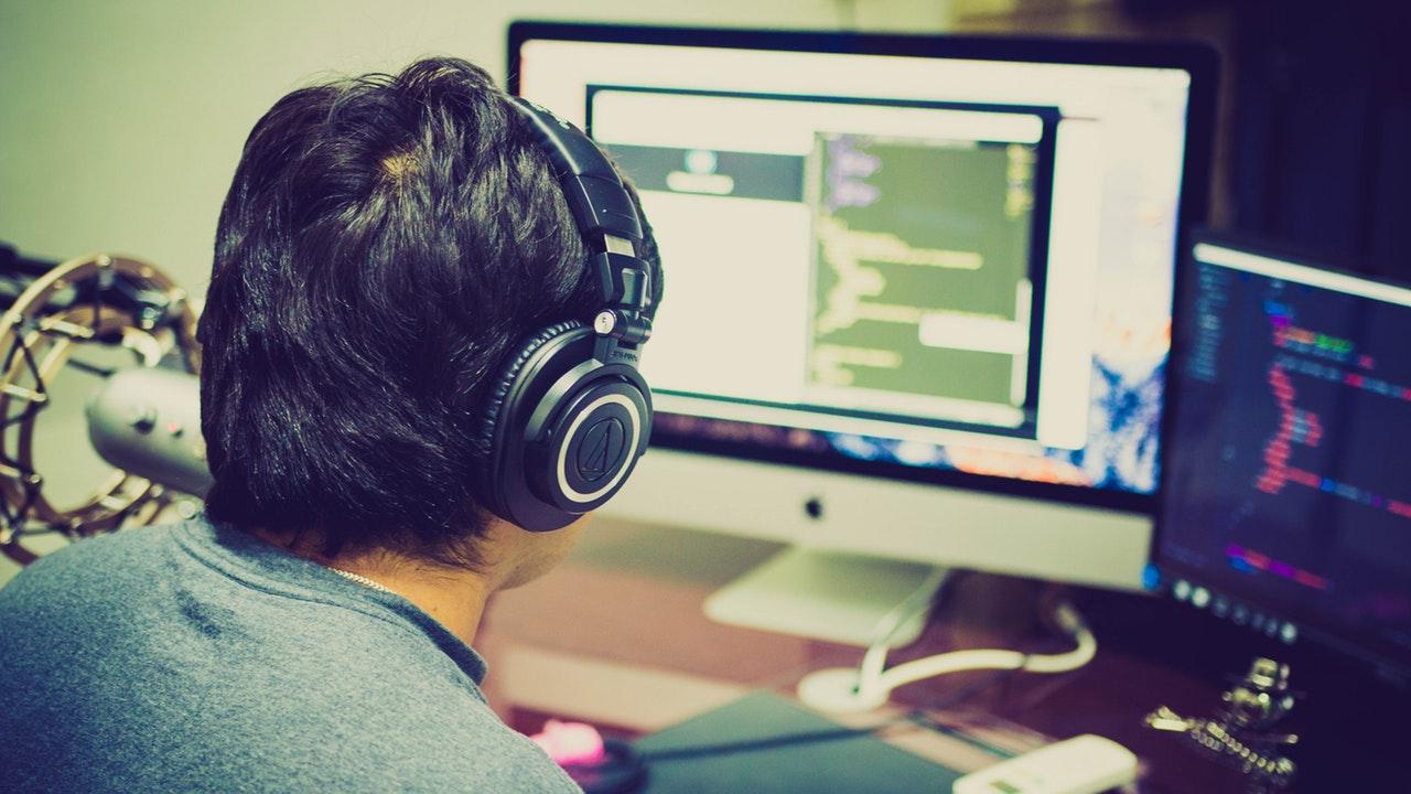 developer_headphones
