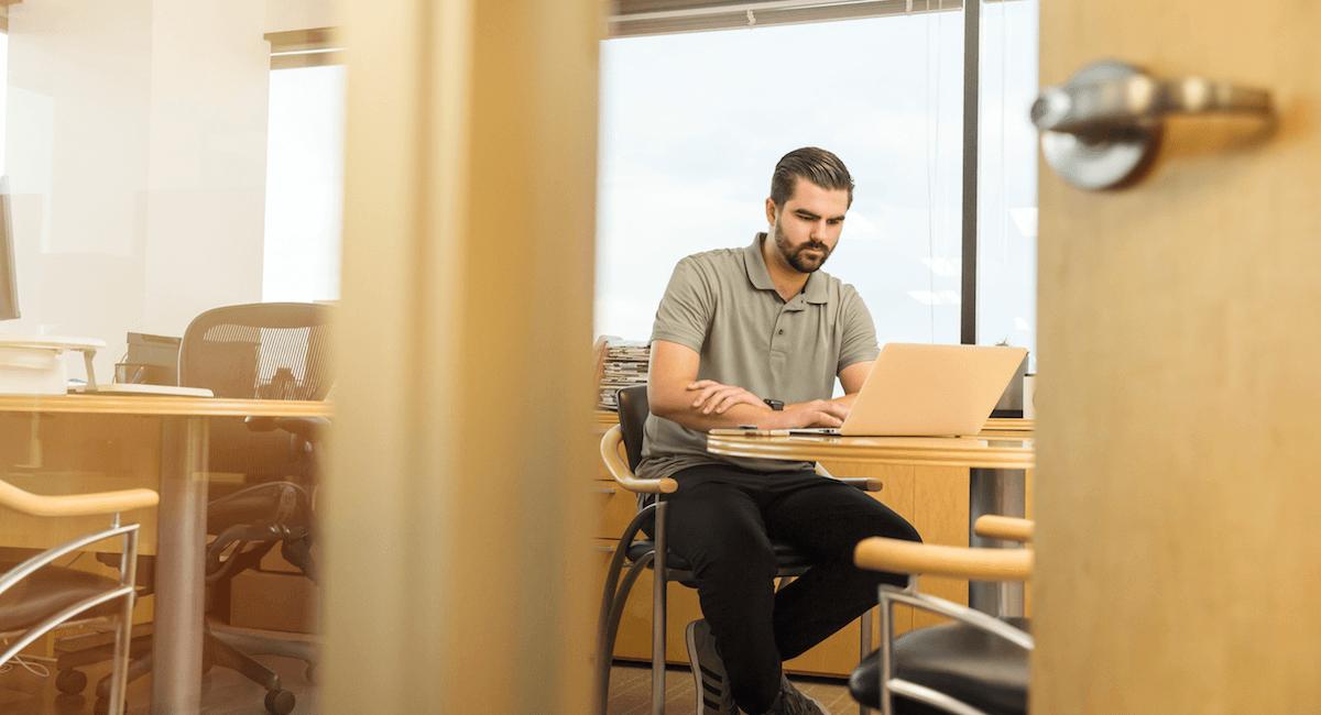 man_office_laptop